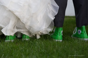 bride-and-goom-rockin-green-converse-at-the-wedding
